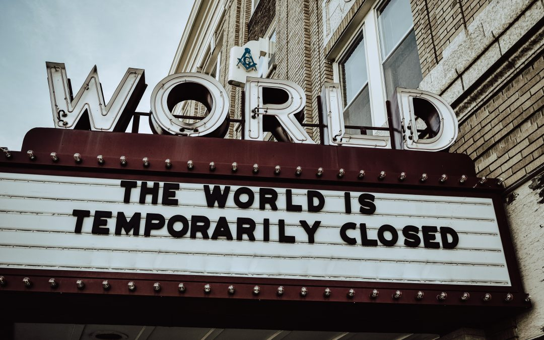 Insegna con testo: The world is temporarily closed.